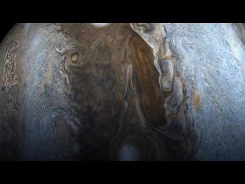 La sonda Juno pasando muy cerca de Jupiter