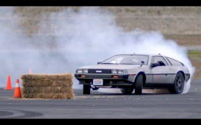 DeLorean se conduce solo.